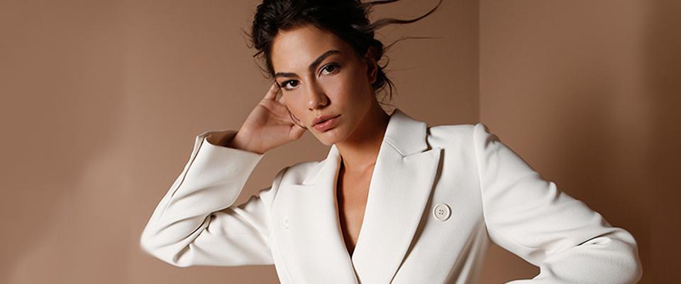 Να γιατί η Ντεμέτ Οζντεμίρ είναι ένα αληθινό fashion icon…