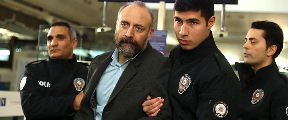 Η ΕΠΙΛΟΓΗ: Ο Ιρφάν συλλαμβάνεται στο αεροδρόμιο!